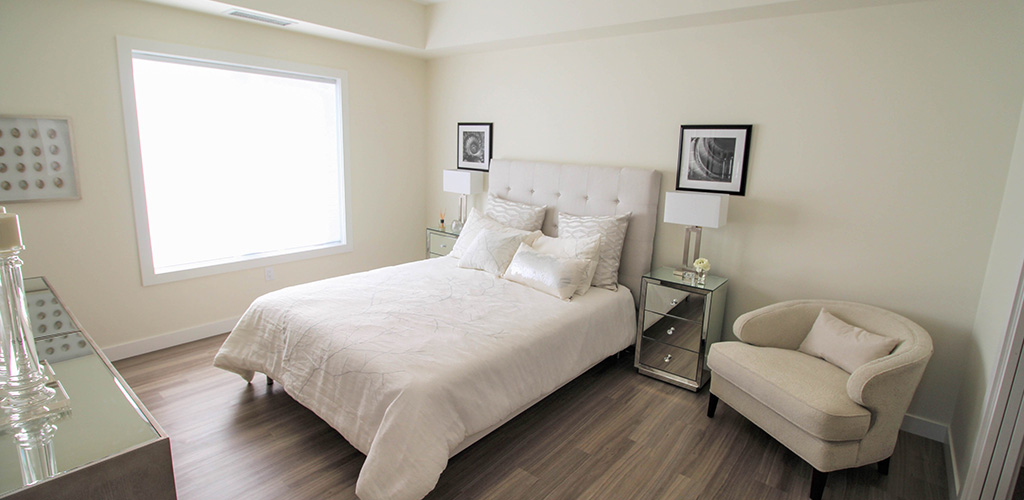 Bright spacious bedroom - Crocus Gardens